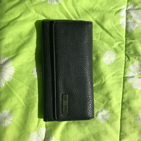 Kenneth Cole Handbags - REACTION Kenneth Cole women's wallet
